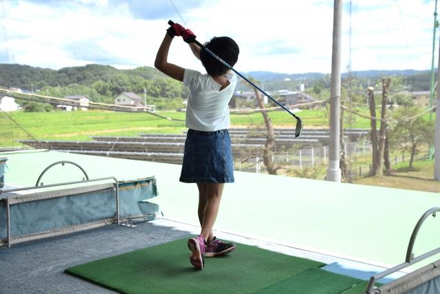 ゴルフ 素振り